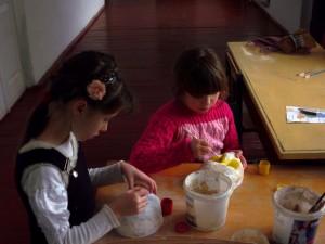 Розпис декоративних масок, виконаних у технiцi пап'є маше